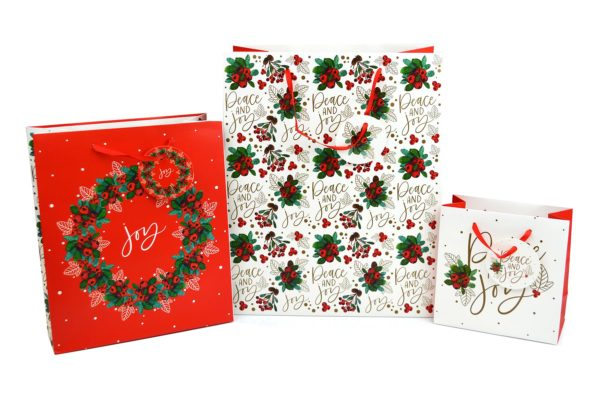 GIFT BAGS PACK OF 3 TRADITIONAL DESIGN HOLLY